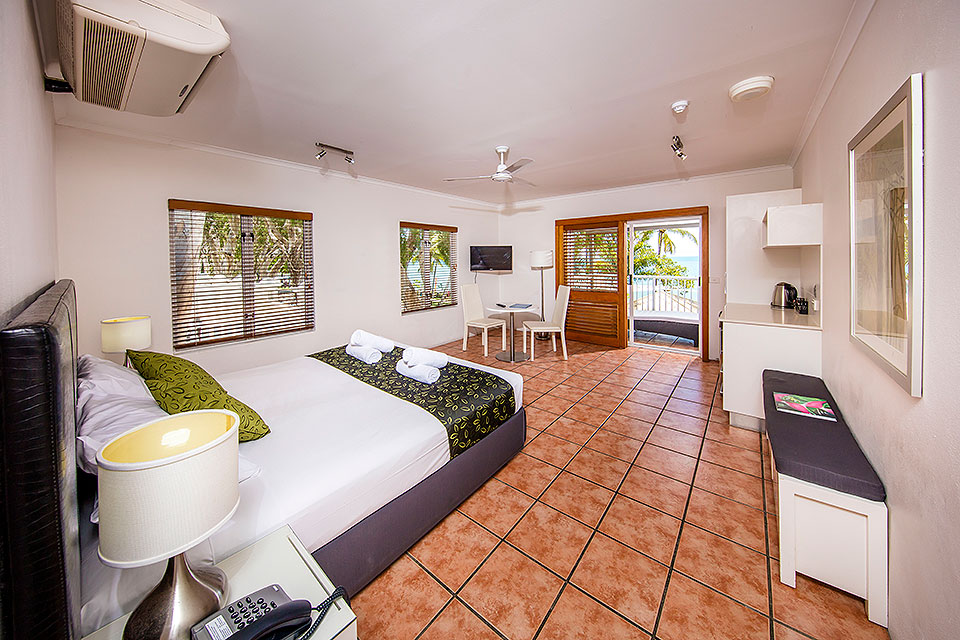 Beachfront Palm Cove Studio Accommodation