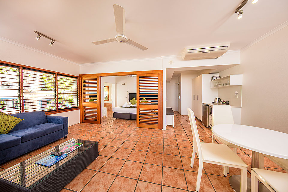 Palm Cove Beachview Spa Suite